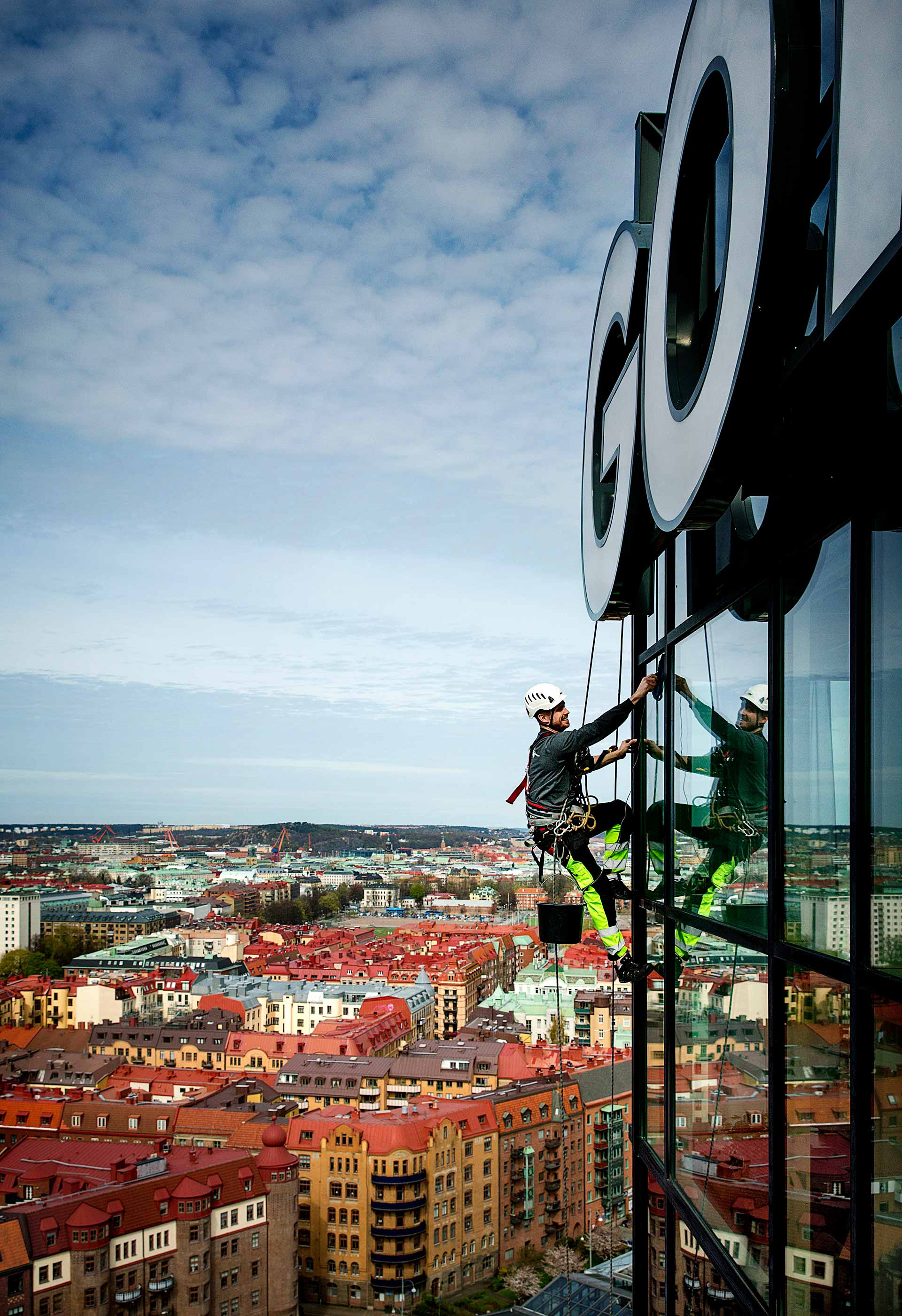 Fönsterputsare på Gothia Towers fasad